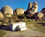 """""""V.O.A.EX. (Viaje de (H)hormigón por la Alta Extremadura)"""" (1976). Wolf Vostell. Foto Cortesía Museo Vostell Malpartida, Gobierno de Extremadura."""