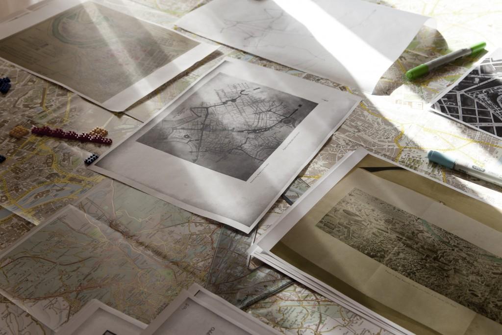 Trabajos de Cristina García, fotografía de Begoña Zubero. Arriba, el trabajo de Joan Morey, fotografía de Begoña Zubero.