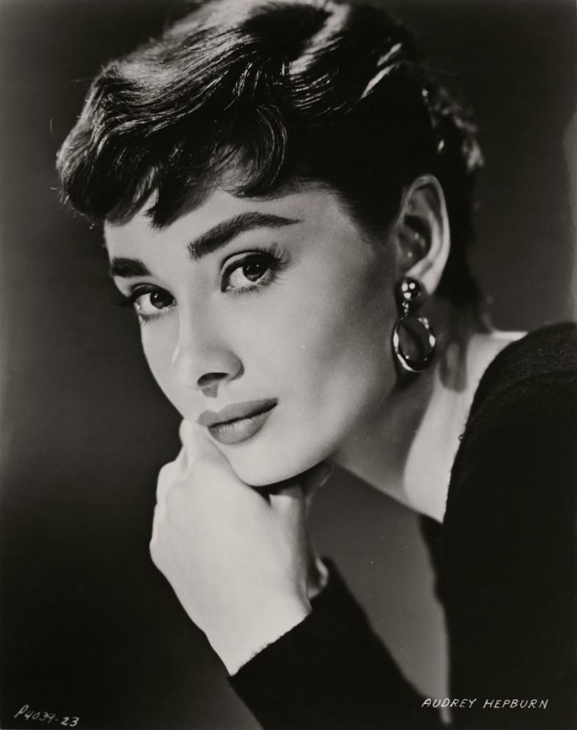 Foto promocional para 'Sabrina' de la actriz Audrey Hepburn, 1954 (© Paramount Pictures).
