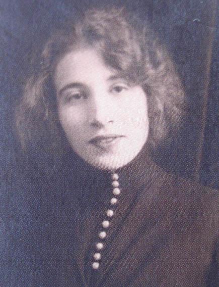 Léona Camille Ghislaine.
