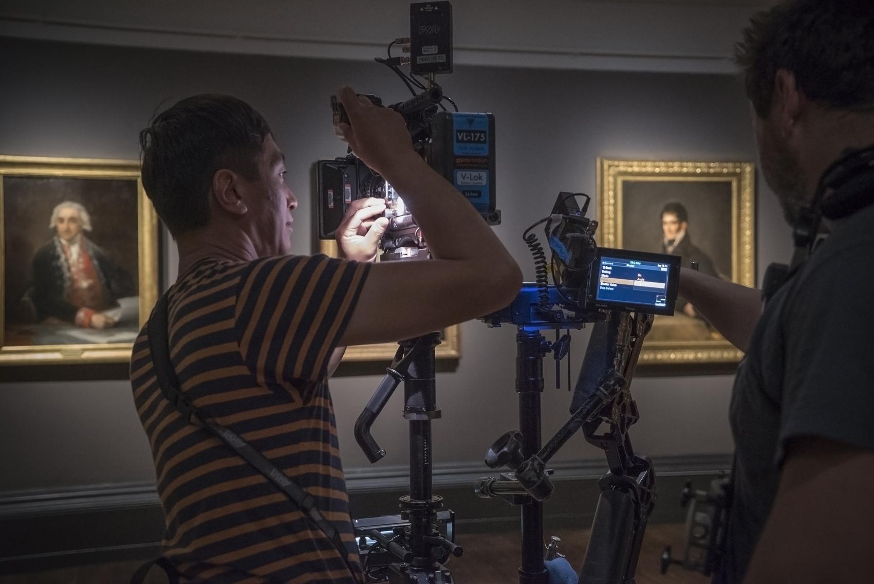 Rodando en una de las salas de la exposición de retratos de Goya en la National Gallery de Londres.