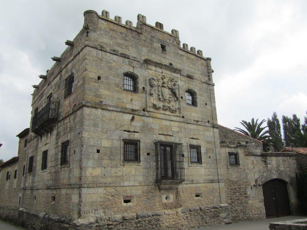 Torre de Queveda en Santillana del Mar (Santander).
