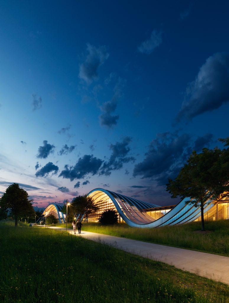 Schweiz. ganz natuerlich. Das 2005 eroeffnete Zentrum Paul Klee ist der Person, dem Leben und Werk von Paul Klee (1879–1940) gewidmet. Es beherbergt die weltweit groesste Sammlung von Werken Klees, der zu den bedeutendsten Kuenstlern des 20. Jahrhunderts zaehlt.