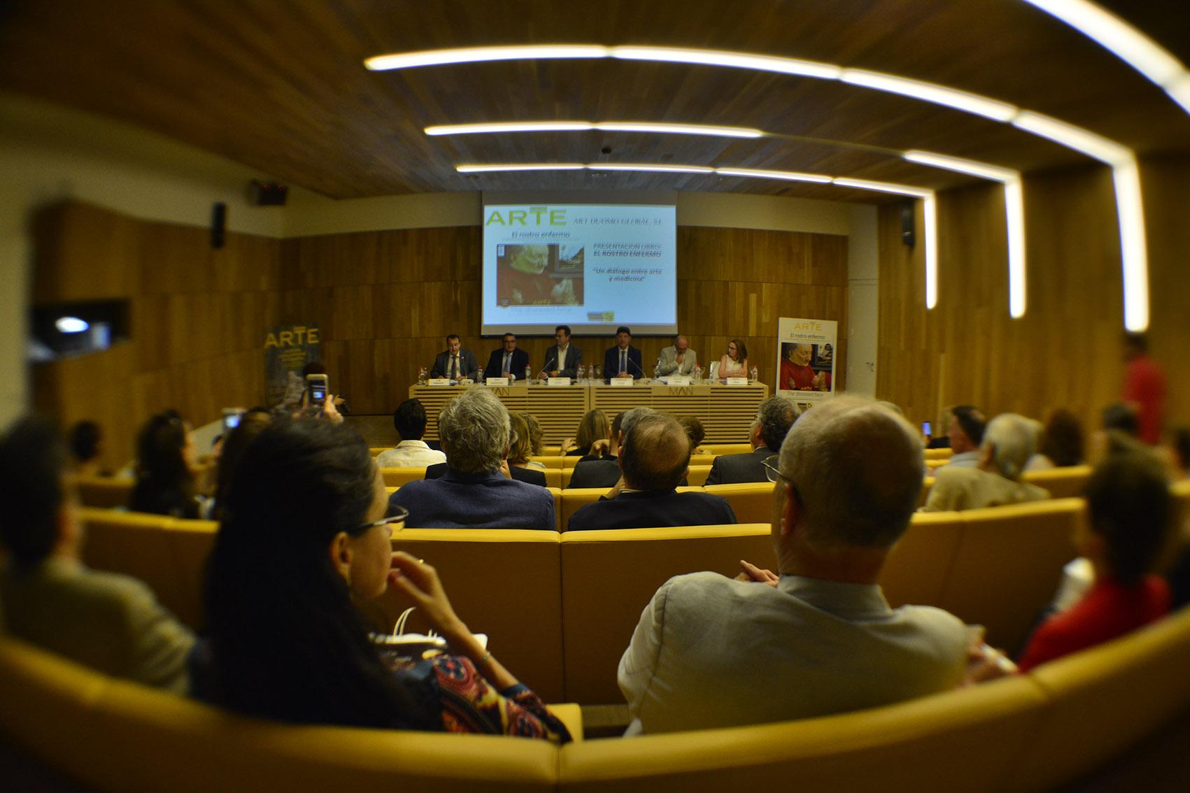 Momento de la presentación del libro El rostro enfermo en el Museo Arqueológico Nacional.