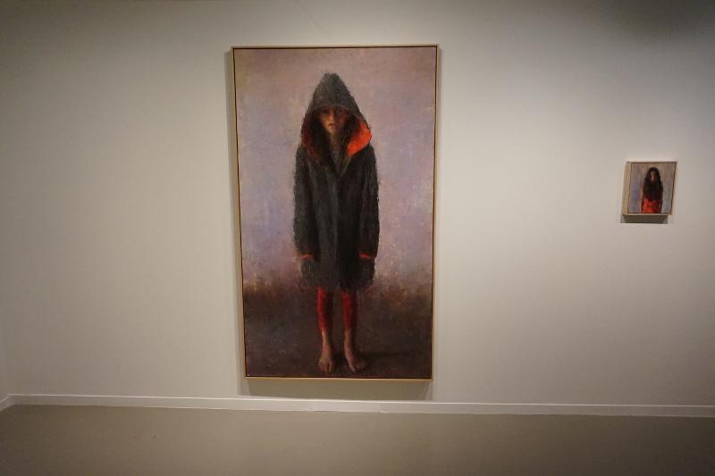 Aure et le manteau de Sarah, por Daniel Enkaoua, 2012, óleo sobre tela 195 x 114 cm.
