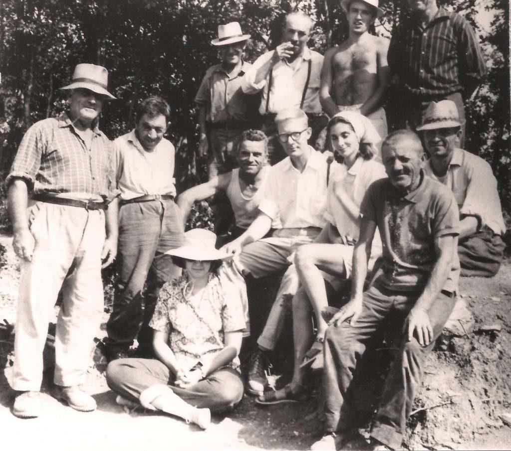 Fotografía del primer equipo de arqueólogos estadounidenses.