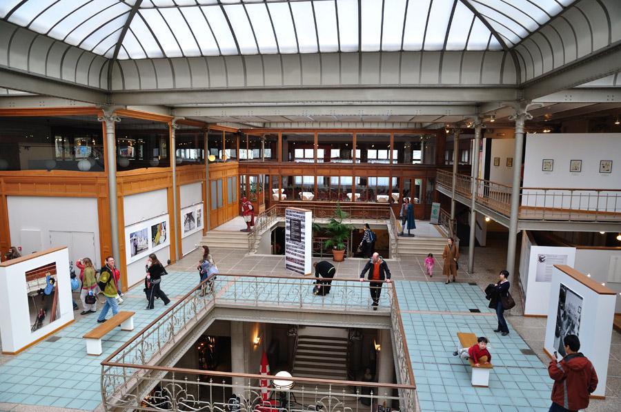 Museo del Cómic, un proyecto de Victor Horta de 1906. En origen fue un gran almacén de textiles y estuvo abandonado durante años hasta que fue rehabilitado como museo.