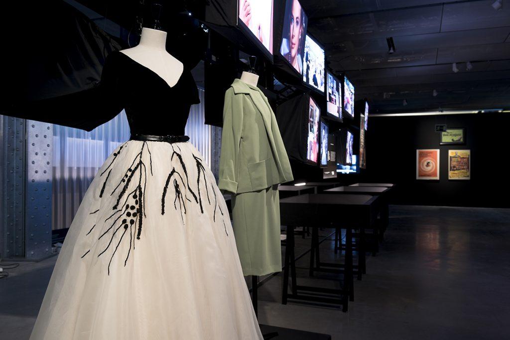 Vestido de Grace Kelly en La ventana indiscreta. La diseñadora Edith Head fue la encargada del vestuario de esta actriz en la película.
