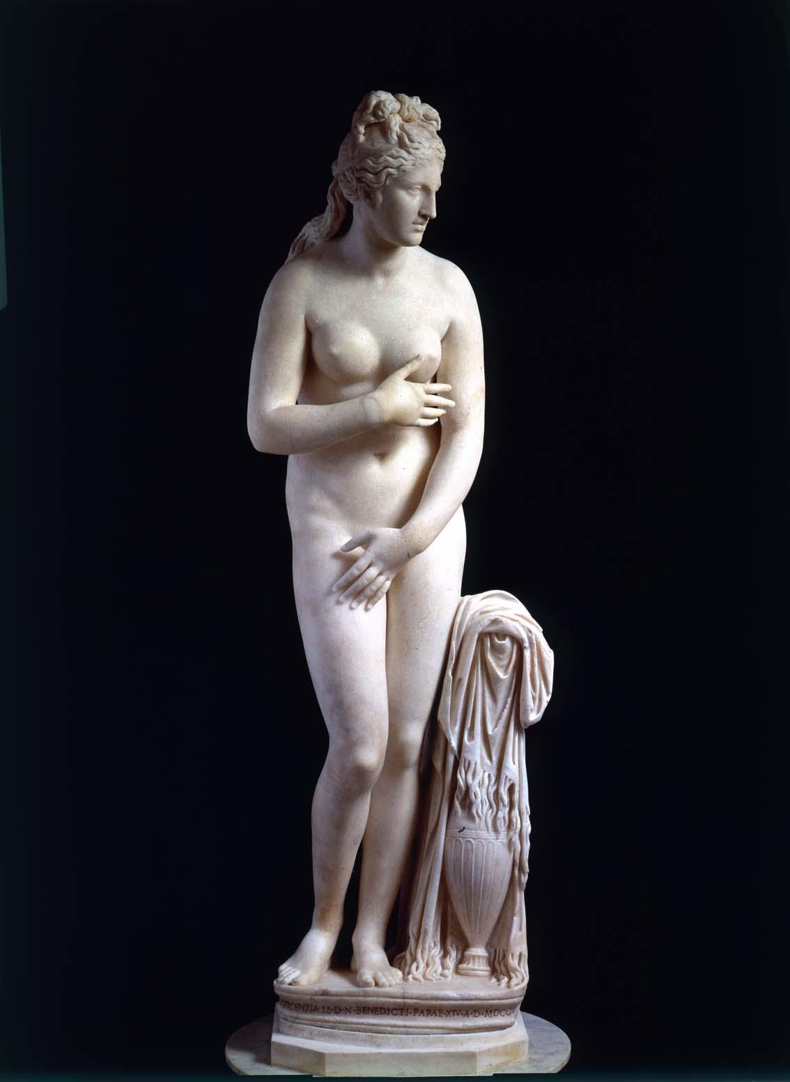 Venus Capitolina, primera mitad del siglo II d.C., mármol de Paros, 193 cm de altura, Roma, Museo Capitolino.