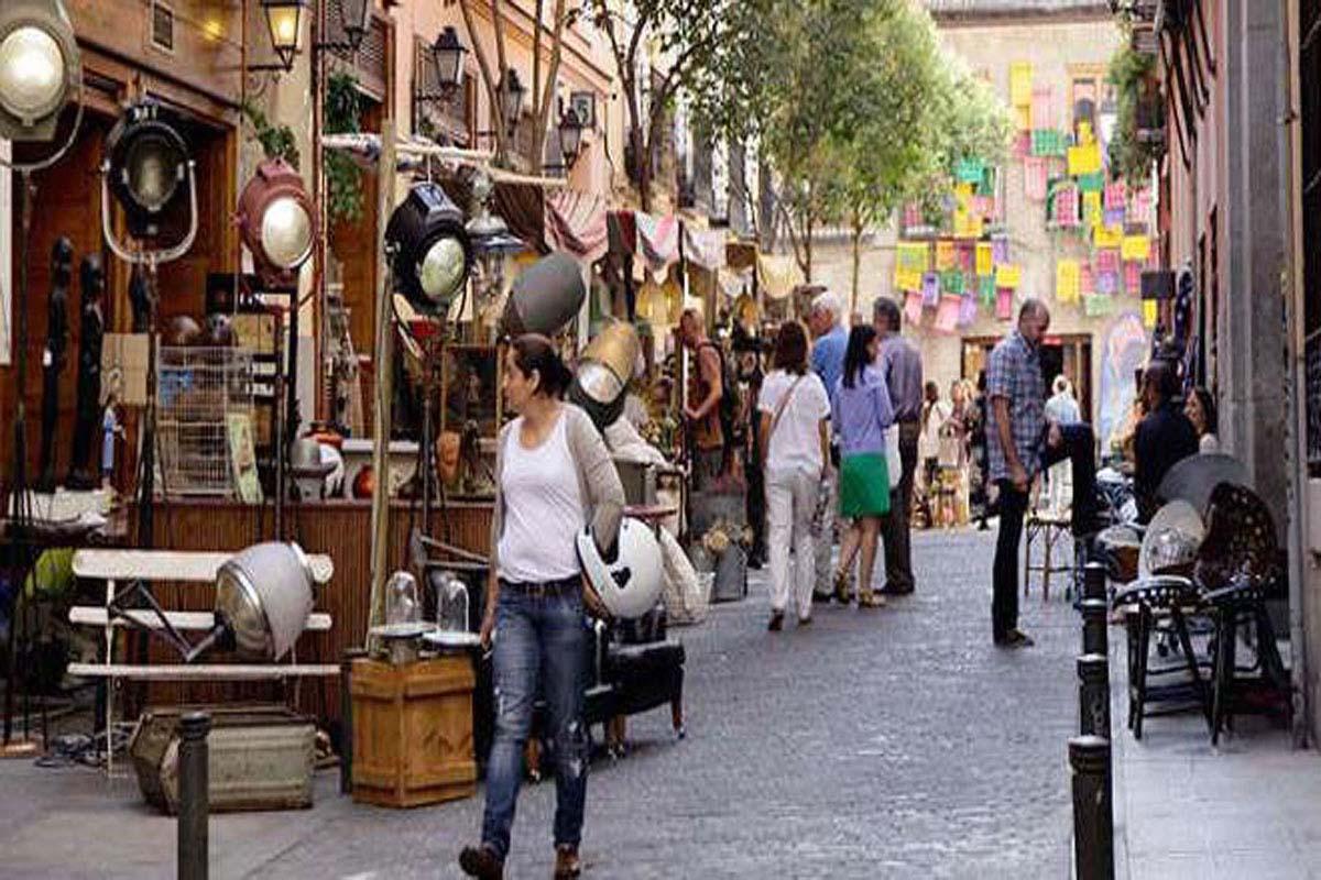 Dise o en el barrio de las letras descubrir el arte la - Mercadillo antiguedades ...
