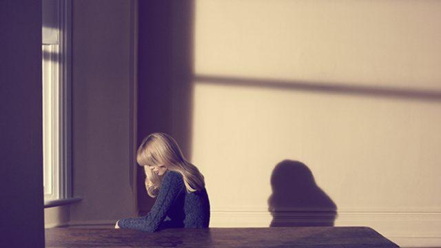 Mujer-sola-por-Camilla-Akrans-2010..jpg