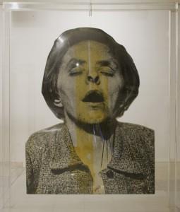 Demente, 1974. Construcción tridimensional, óleo, emulsión fotográfica, aluminio y metacrilato. 261 x 210 x 160 cm