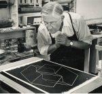 Josef Albers en el Taller de Litografía Tamarind, Los Ángeles,1962. Cortesía del Tamarind Institute.