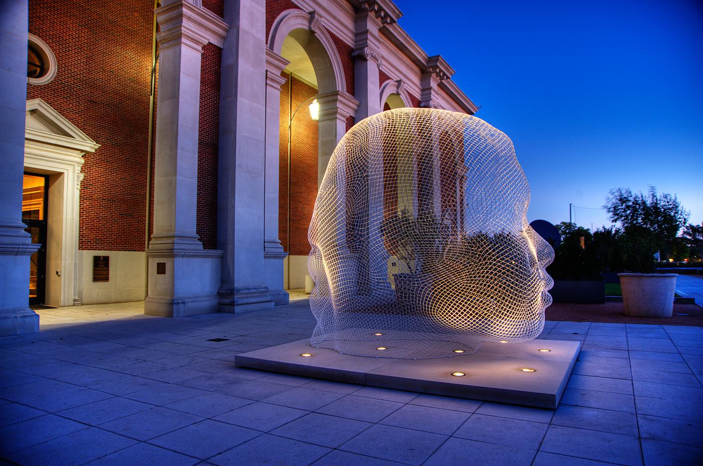 Una escultura de Jaume Plensa.