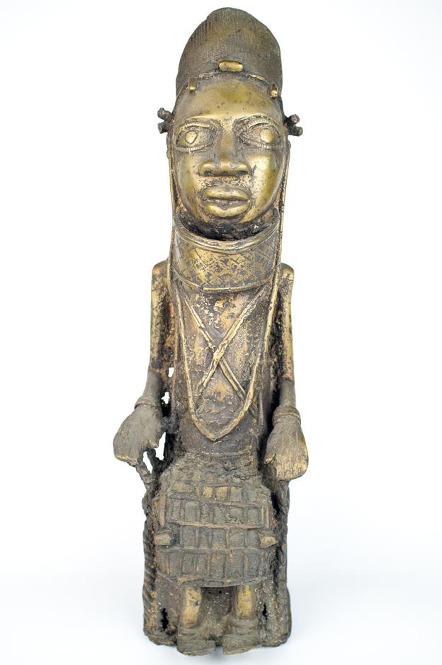 Escultura en bronce procedente del África occidental, finales del siglo XIX, 45,5 cm de altura. Precio de salida, 500 €.