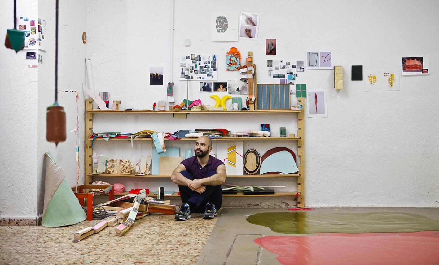 Guillermo Mora en su estudio, abril de 2014. Foto: Sergio Enríquez-Nistal.