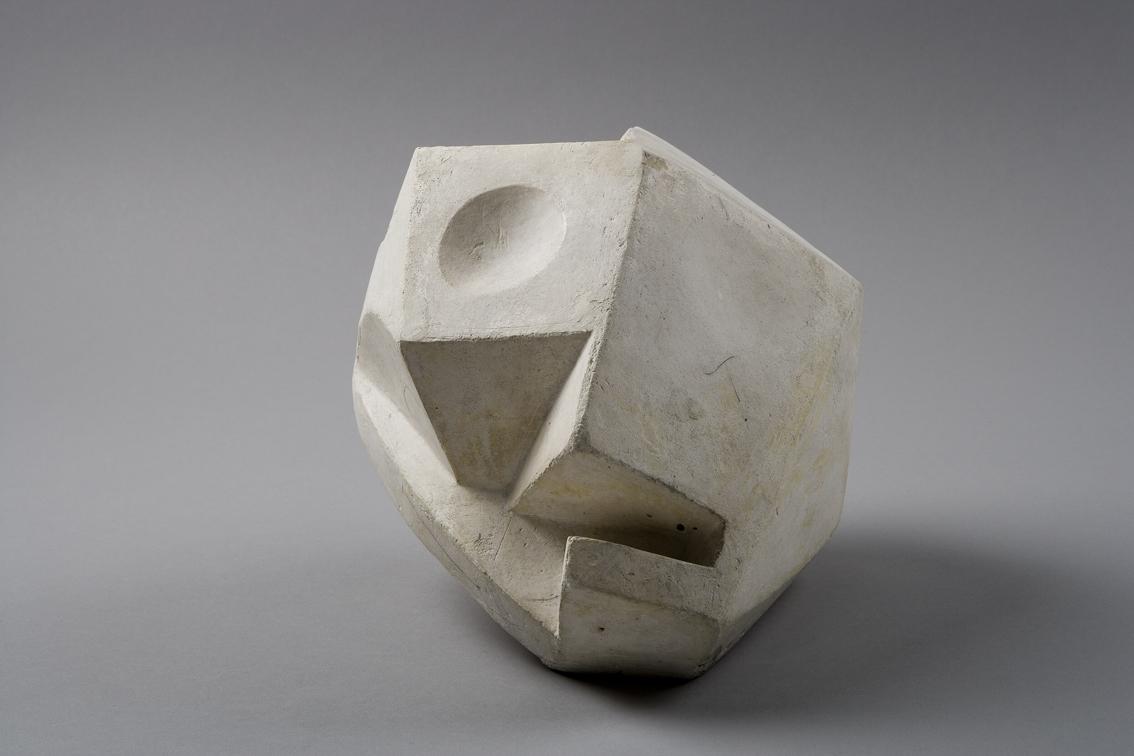 Cabeza-Cráneo, 1934, Yeso, 18,4 x 19,9 x 22,3 cm. © Alberto Giacometti Estate / VEGAP, 2015.