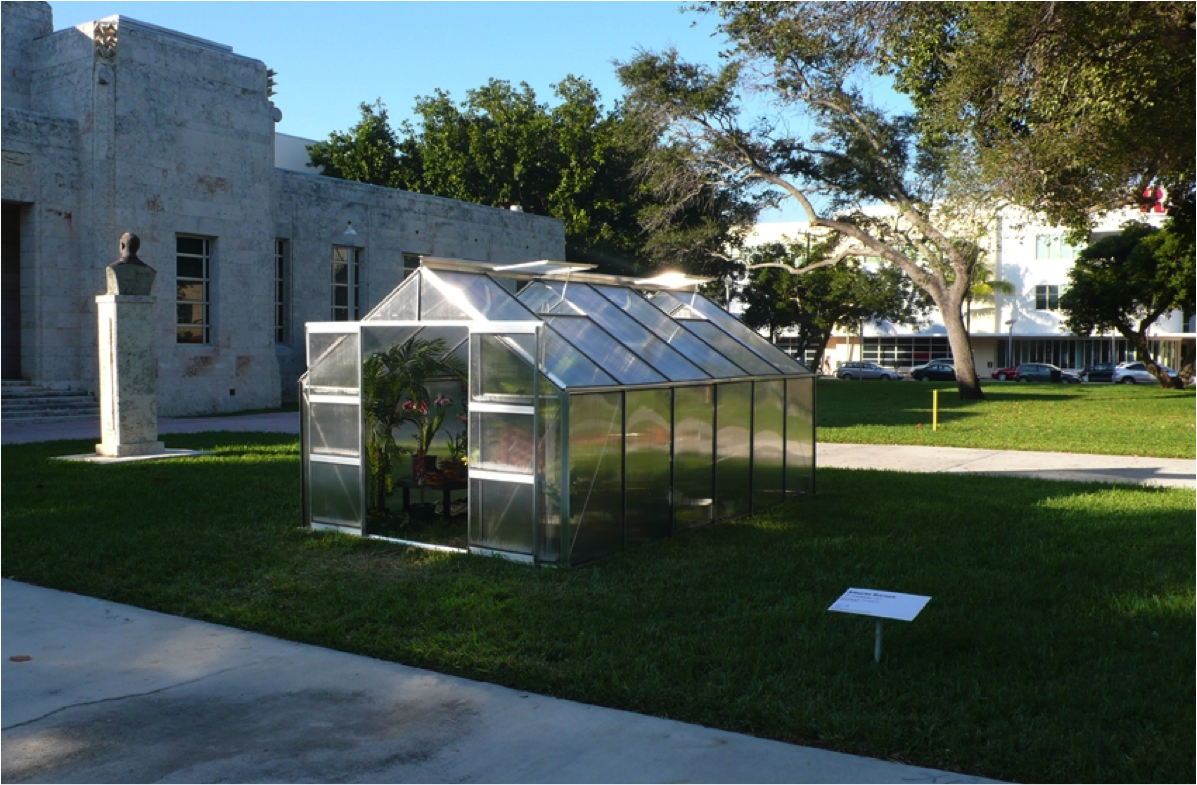 Invernadero de plantas artificiales, por Alberto Baraya.