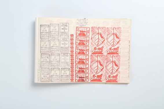 Cuaderno estampillado con sellos hechos con goma de borrar.