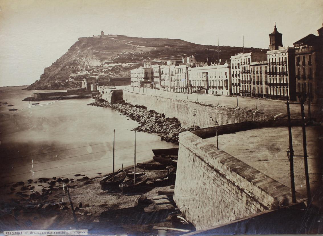 Barcelona, muralla del mar y castillo de Montjuïch, de Charles Clifford, 1860.
