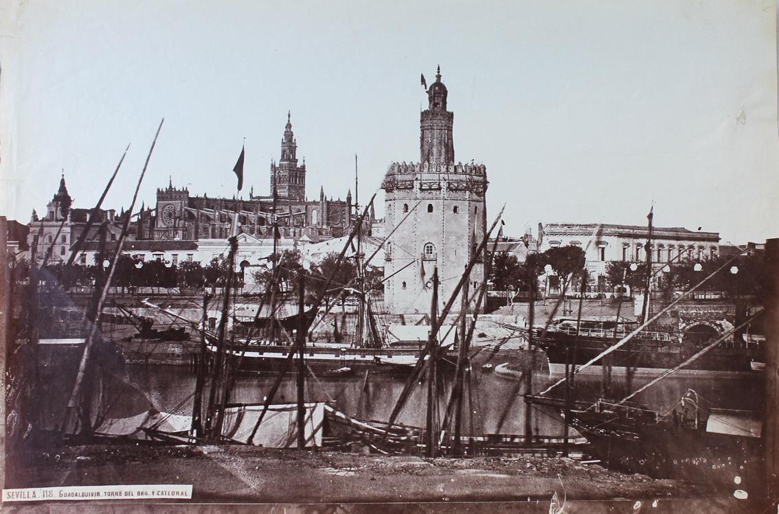 El Guadalquivir. La Torre del Oro y la catedral, de Charles Clifford, 1862.