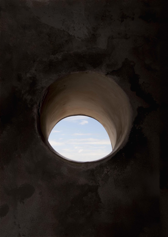 Colonial Forts, de la serie San Felipe del Morro, por Carlos Motta, 2013, 1.524 x 1.016 cm, en la galería Filomena Soares.