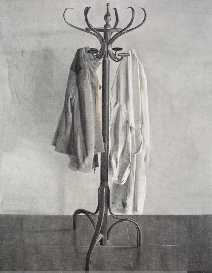 Perchero, grafito sobre papel, 160 x 122 cm. Arriba, Fiesta y sacrificio, técnica mixta sobre papel, 100 x 69.