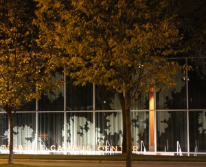 IIT McCormick Tribune Campus Center, un proyecto de OMA con las cortinas de Petra Blaisse/Inside Outside.