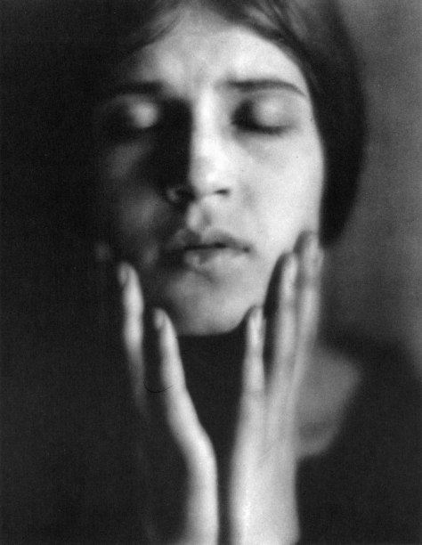 011_edward-weston-tina-che-recita-1924