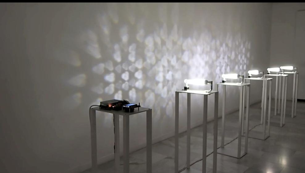 3DLightPrinter_Glass Bottle, por Hugo Martínez-Tormo, 2012, instalación electromecánica lumínica.