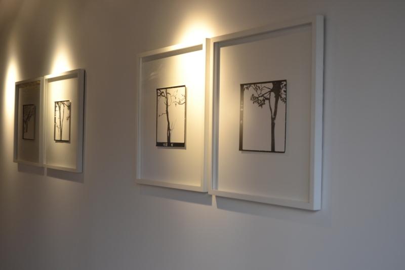 Vista de la exposición con la obra de Johanna Calle Tierra Caliente.