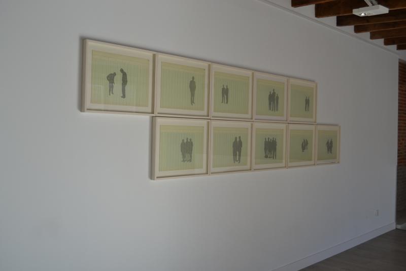 Vista de la exposición con la obra de Johanna Calle Narcisos.