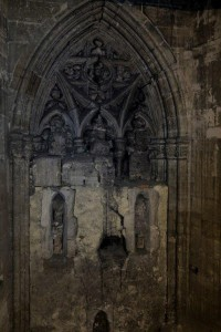 TARIASUS, por Joan Fontcuberta, ventanal gótico tapiado, Catedral de Oviedo, colección María Cristina Masaveu Peterson.