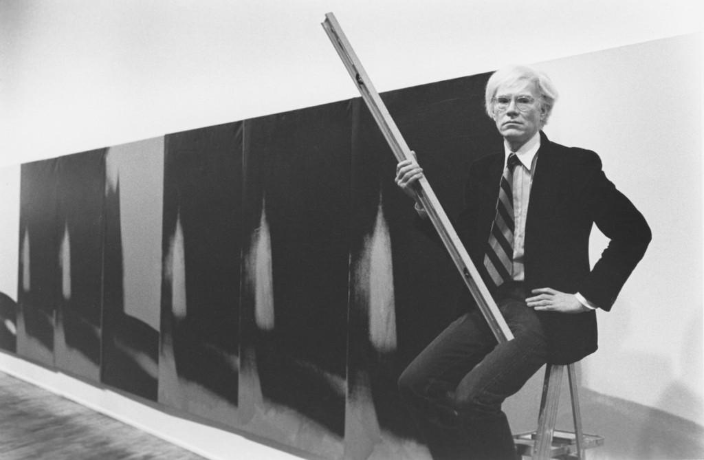 Andy Warhol junto a las Sombras.