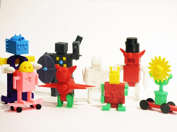 """Juguetes diseñados por niños en los talleres """"La fábrica de monstruos"""", organizados por Los Hacedores (Adam Jorquera y Javier Gordillo)."""