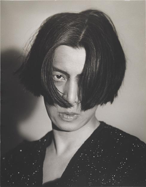 Michio Ito, , por Toyo Miyatake, 1929, Nueva York, Whitney Museum of American Art.