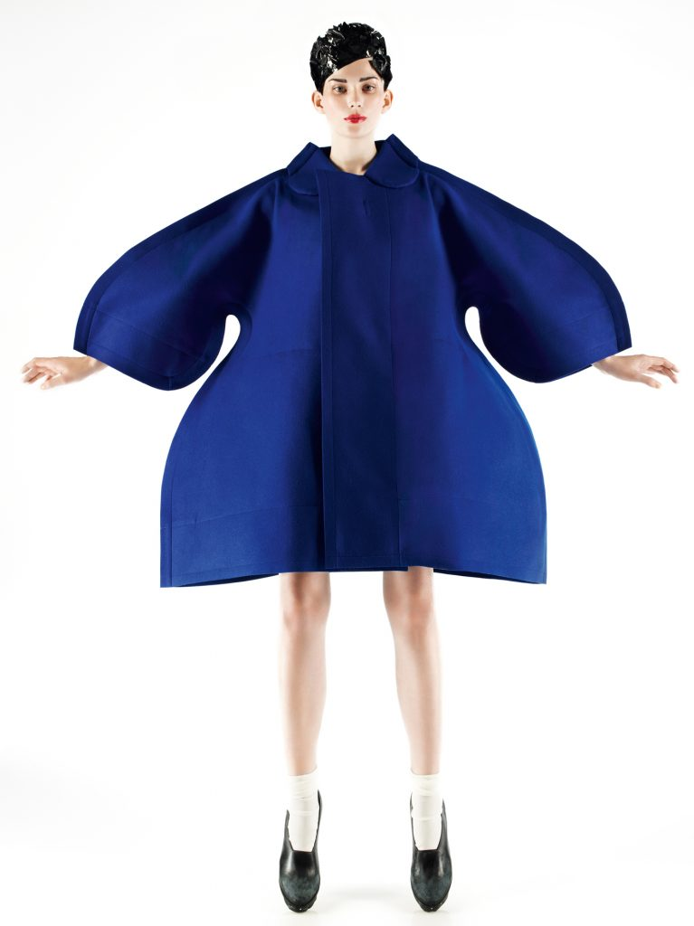 Vestido de Comme des Garçons, 2012-13, modelo Monika Sawicka, foto Mark Segal.