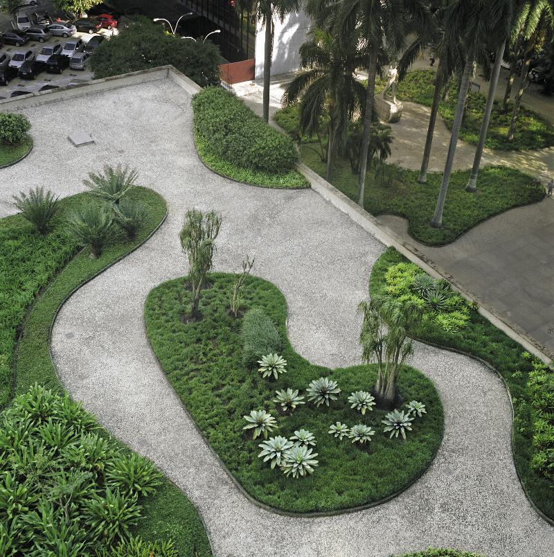 Jardines del Ministerio de Educación y Salud Pública, Río de Janeiro, proyecto de Burle Marx. Fotografía © Cesar Barreto.