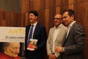 Florencio Monje Gil, Isidoro Monje Gil, autores de El rostro enfermo, y Javier Sierra, escritor y autor del prólogo del libro (de izquierda a derecha).