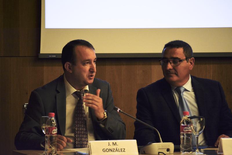 José María González, director editorial de Art Duomo Global, y Félix Carpintero, director general de Art Duomo Global, durante la presentación (de izquierda a derecha).