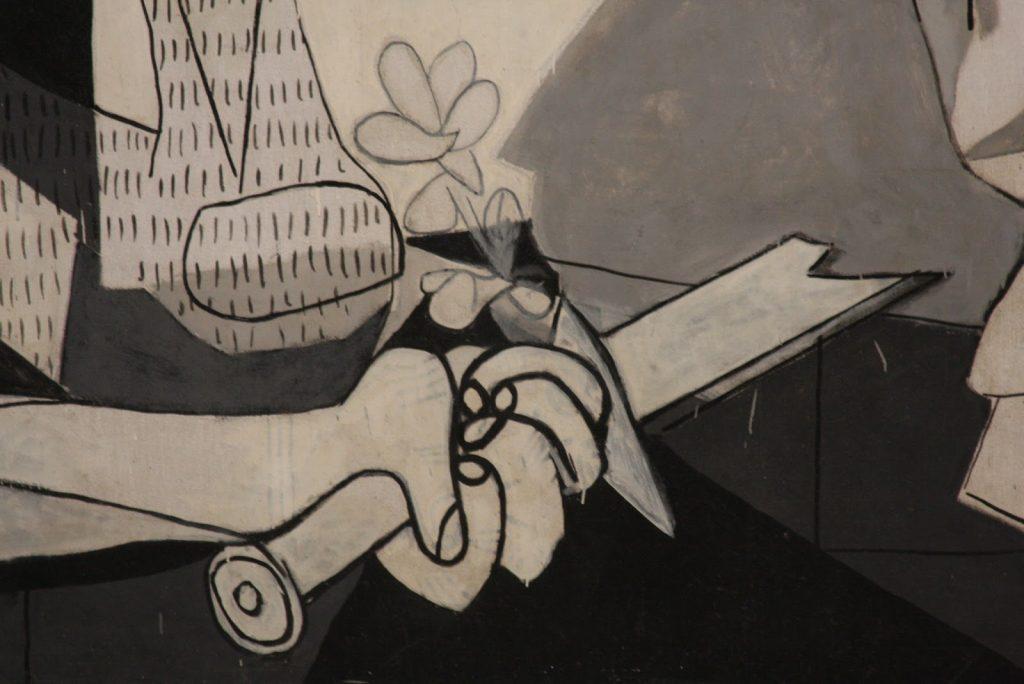 Detalle de la espada del Guernica.