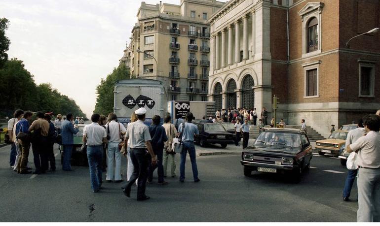 Llegada del óleo de Pablo Picasso al Casón del Buen Retiro de Madrid.