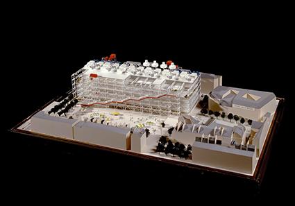 Centre Pompidou, por Renzo Piano y Richard Rogers, maqueta del concurso, madera, metal y materiales plásticos, cartón y papel, 39,5 x 129,6 x 84,9 cm. © Centre Pompidou, MNAM-CCI/ Dist.RMN-GP/Photo Philippe Migeat © Renzo Piano, VEGAP, Madrid, 2016.