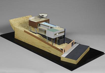 Villa Dall'Ava, por Rem Koolhaas, maqueta de estudi, plástico, madera, corcho, papel y metal, 38 x 120 x 55 cm. © Centre Pompidou, MNAM-CCI/Dist. RMN-GP/Photo Bertrand Prévost.