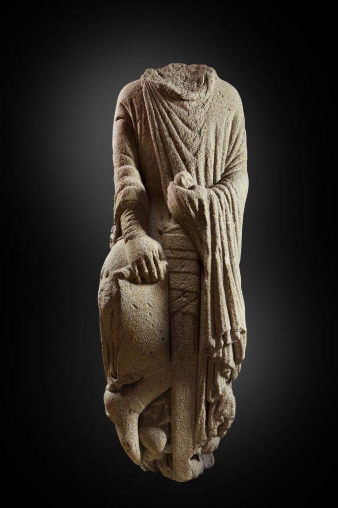 ¿Rey bíblico, Fernando II de León o Santiago Miles Christi?, del Maestro Mateo, granito h. 1188-1211, colección particular.