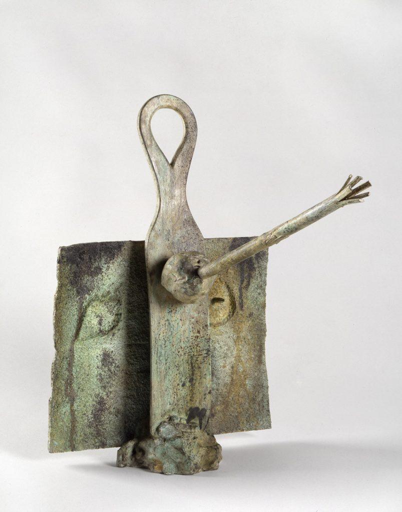 Jeune fille à l'étoile, 1977, bronce, 48 x 33 x 40 cm, ed 1/6. Cortesía de la galería Lelong de París.