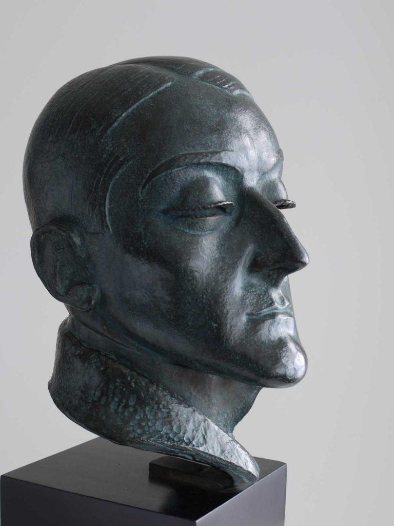 """""""Retrato de Ángel Fernández Soto"""", 1920, bronce, ejemplar 3/7 de una edición de 7 ejemplares + 3 EA, 30,5 x 18,5 x 23,5 cm."""