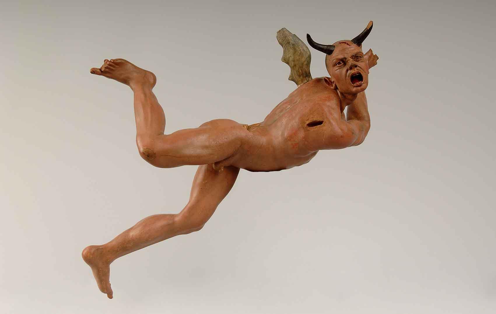 Un diálogo entre escultura y pintura Artes & contextos Demonio baja