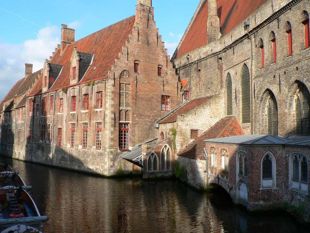 Bruges, uma cápsula do tempo entre Memling e a arte contemporânea Artes & contextos Brugge Begijnhof 32 visitbrugge