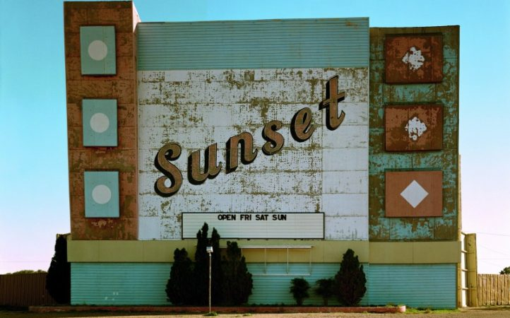 10.-West-Ninth-Avenue-Amarillo-Texas-2-de-octubre-de-1974.-De-la-serie-Uncommon-Places.jpg